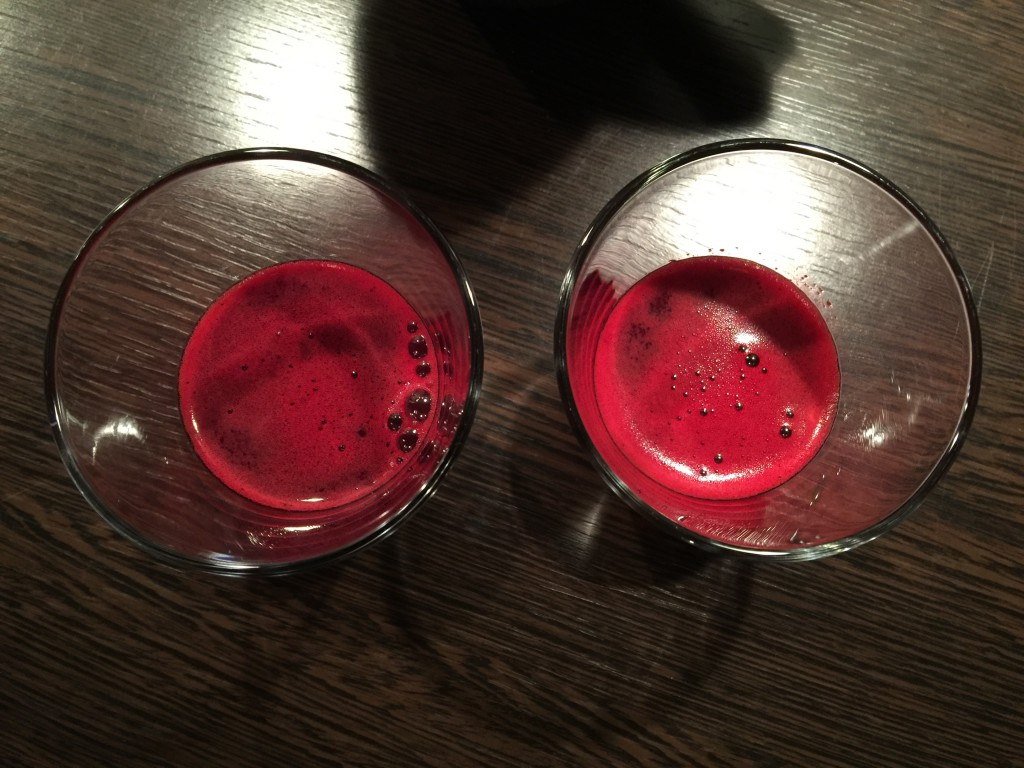 Råsaftcentrifug rödbetor morötter ingefära lime